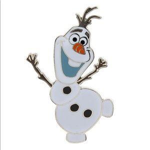 ⛄️ Disneys Frozen Olaf Pin NWT